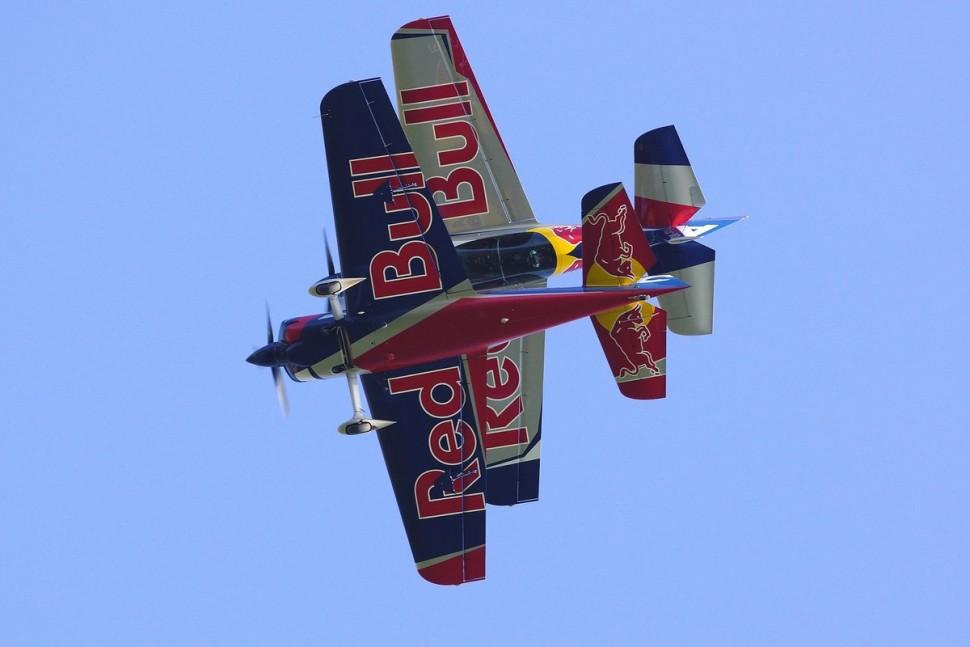 flying-bulls-duo-a-jejich-manévr-letecká-akrobacie-2015-nový-tým-i-letadla1