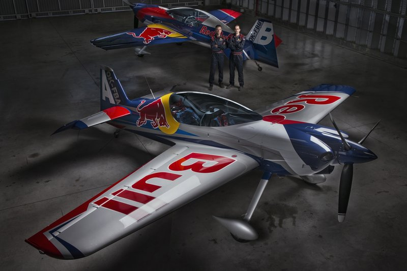 the-flying-bulls-duo-se-představuje1-a-bude-lítat-na-airshows-v-letounu-xtremeair-xa42